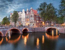amsterdam-at-night-1533034243_02